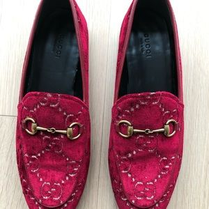 8db2b347b91 Gucci Shoes - Gucci Jordaan Red Velvet Loafers 39